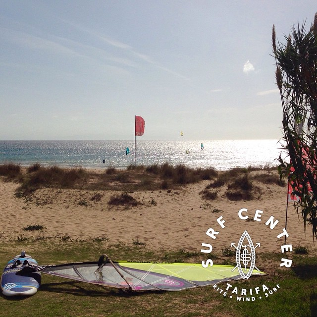 #tarifa it's #windy it's #sunny #kitesurf and #windsurf #lessons possible! We are #open all year round at #surfcentertarifa #wherethewindfindsyou